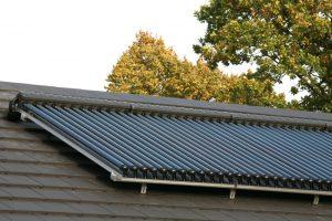 Solarthermie: Solarkollektoren erhitzen eine spezielle Flüssigkeit, die über einen Wärmetauscher beispielsweise zum Heizen genutzt wird